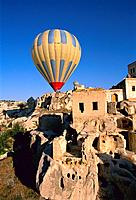 Turkey _ Cappadoce _ View of Ortahisar _ Balloon