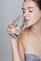 Young woman drinking water, close_up