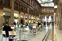 Italy, Rome, via Del Corso, Galleria Alberto Sordi, cafe, businesses, interior,
