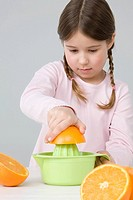 Girl juicing oranges (thumbnail)