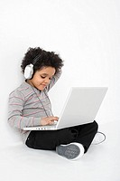 Boy listening to music on laptop (thumbnail)