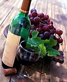 Red wine and grapes (thumbnail)
