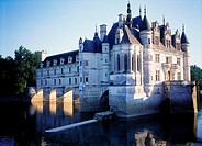 Castle surrounded by water, Chateau De Chenonceaux, Indre_Et_Loire, France