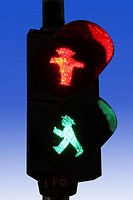 Close_up of Don´t Walk and Walk signals