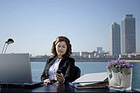 Business woman in outdoor office (thumbnail)