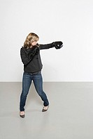 Woman wearing boxing gloves (thumbnail)