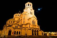 Sofia, capital of Bulgaria, orthodoxe Alexander-Newski-Cathedral, illuminated at night, full moon, cupolas, Bulgaria