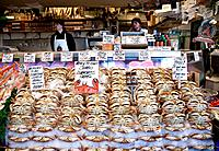 Seattle, Washington State, USA Fish stall Pike Place Market Dungeness Crabs Prawns Shell fish Date: 23 04 2008 Ref: ZB886_112654_0012 COMPULSORY CREDI...