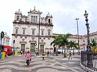 people walking at a bahia center downtown