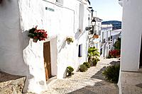 Spain, Andalusia, Frigiliana, alleyway