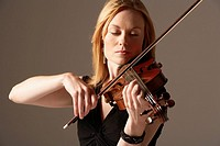 Woman Playing Violin close_up