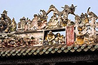 Sculptures on the roof, Chen Clan Academy, Guangzhou, Guangdong Province, China