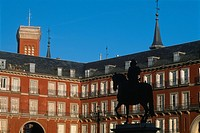 Spain _ Madrid _ Plaza Mayor _ silhouette of Statue of King Philip III