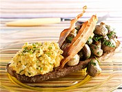 Scrambled egg, bacon & mushrooms on toasted wholemeal bread