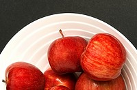 Close_up of apples in a bowl