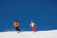 Austria, Salzburger Land, Altenmarkt_ Zauchensee, Young couple skiing