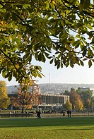 Germany, Stuttgart, Palace garden, in the background the Building of the Parliament of Baden_Wuerttemberg