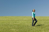 Woman in a field (thumbnail)
