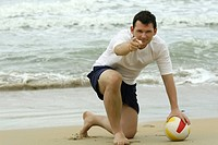 Aufruf zum Volleyball am Strand