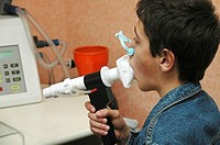 BREATHING, SPIROMETRY ADOLESCENT Consultation in pneumology. Test of respiratory output. Pulminary function test.