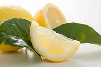 Lemons with leaves (thumbnail)
