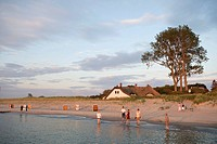 View onto the beach and a thatched house, Ahrenshoop, Fischland, Baltic Sea, Mecklenburg_Western Pomerania, Germany, Europe