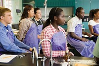 Students in chemistry lab (thumbnail)