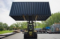 Fork lift truck with cargo container