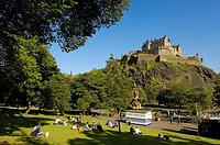 Ross fountain, Princes street gardens and Edinburgh Castle  Edinburgh  Scotland  U K
