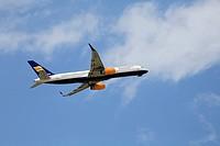 Boing 757-200 passenger aircraft, Icelandair, climb