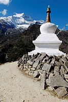 Buddhist stupa in front of Mt. Kongde Ri (6187 m), Bhote Koshi Valley, Sagarmatha National Park, UNESCO World Heritage Site, Khumbu Himal, Himalayas, ...