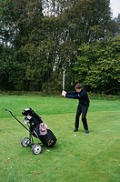 Man playing golf MR524
