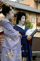 Maiko apprentice geisha and geisha, Gion, Kyoto, Japan