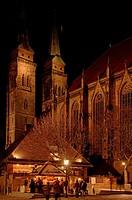 Bratwurst stand with Sebalduskirche Church in background, Nuremberg, Franconia, Bavaria, Europe