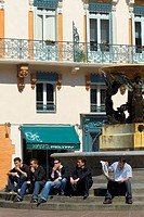 Street scene, men sitting at a fountain, old part of town, Toulouse, Midi-Pyrenees, Haut-Garonne, France