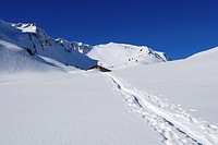 ski track leading towards deeply snow_covered alpine hut, Schwarzwassertal, Kleinwalsertal, Allgaeu range, Allgaeu, Vorarlberg, Austria