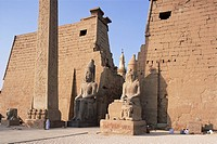 Colossi of Rameses II, Luxor Temple, Luxor, UNESCO World Heritage Site, Thebes, Egypt, North Africa, Africa