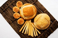 Close-up of assorted breads on a wicker mat (thumbnail)