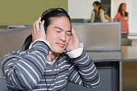 Close_up of a young man listening to music with his eyes closed