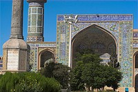 Monument to Afghanistan´s fallen soldiers in front of Friday Mosque Masjet_eJam, Herat, Herat Province, Afghanistan, Asia