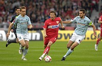 Milorad PEKOVIC (left) and Manuel FRIEDRICH (right) FSV Mainz 05 vs. Benjamin LAUTH VfB Stuttgart (middle)