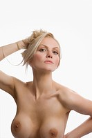 Portrait of naked young woman posing (thumbnail)