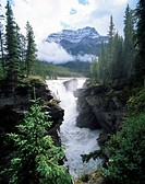 Athabasca Falls and Mount Kerkeslin, Jasper National Park, UNESCO World Heritage Site, Rocky Mountains, Alberta, Canada, North America