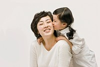 Daughter kissing mother´s cheek