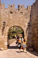 The D´Amboise Gate and city walls around Rhodes Town, Rhodes, Dodecanese, Greek Islands, Greece, Europe