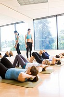 People in exercise class doing sit_ups