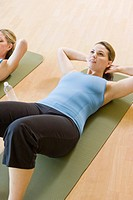 Woman doing sit_ups on exercise mat