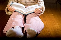 Litte girl reading a book