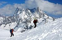 Last climb to teh Cosmiques refuge Les Grand Jorasse 4208 m Dome de Rochefort 4015 m Arret de Rochefort Dent du Geant 4013 m Chamonix Haute-Savoie Fra...