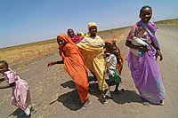 Women on the way between Kosti and Waddakona, Sudan